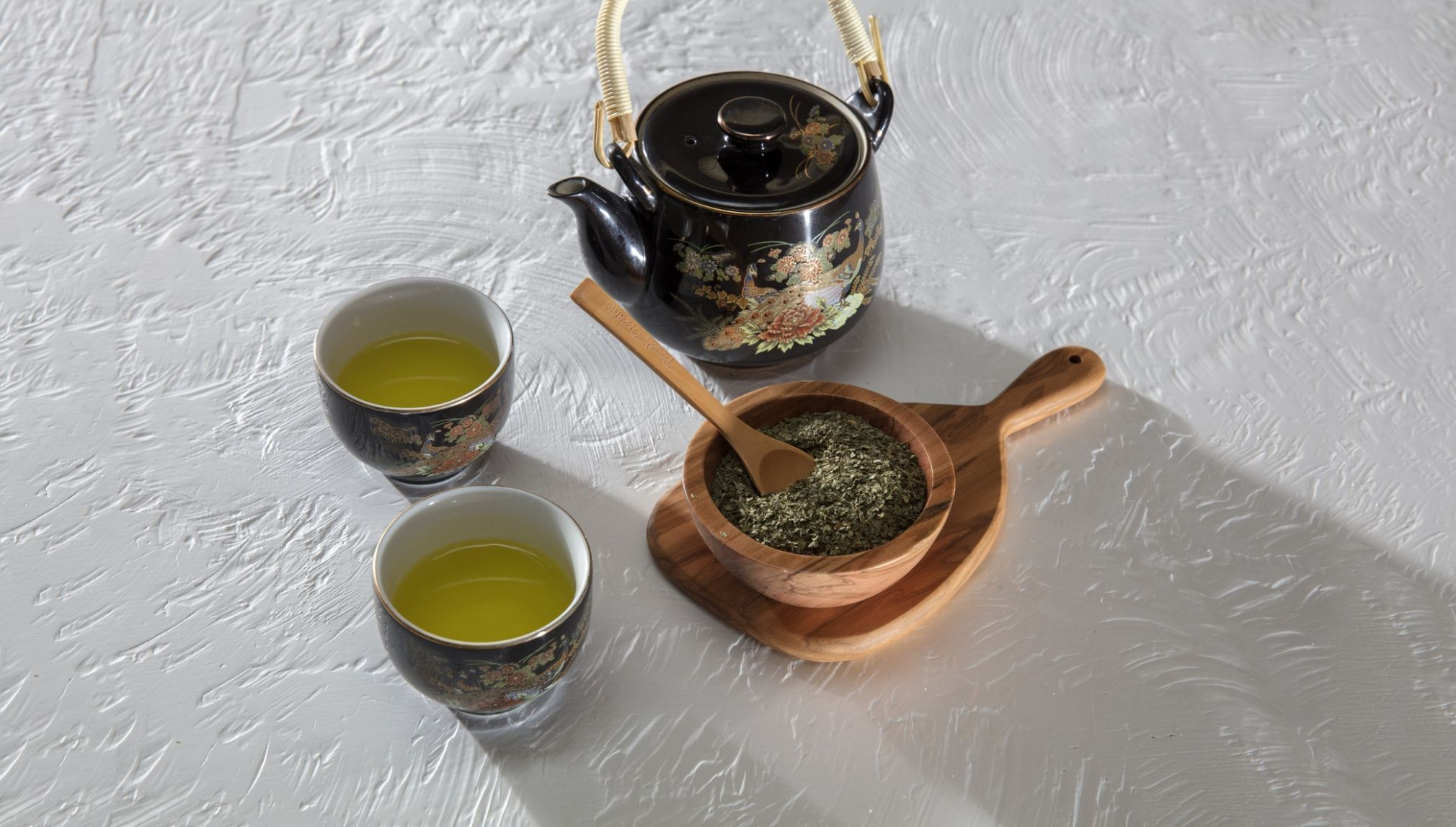 Green tea improves your skin by protecting it from sun damage, and contains antioxidant to keep you looking younger and more radiant.
