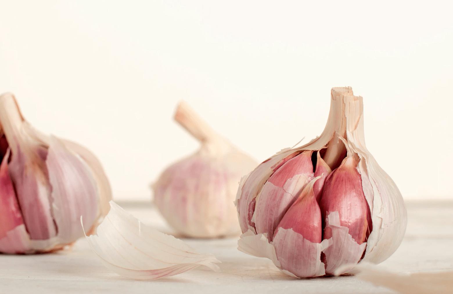 Garlic has many health benefits.
