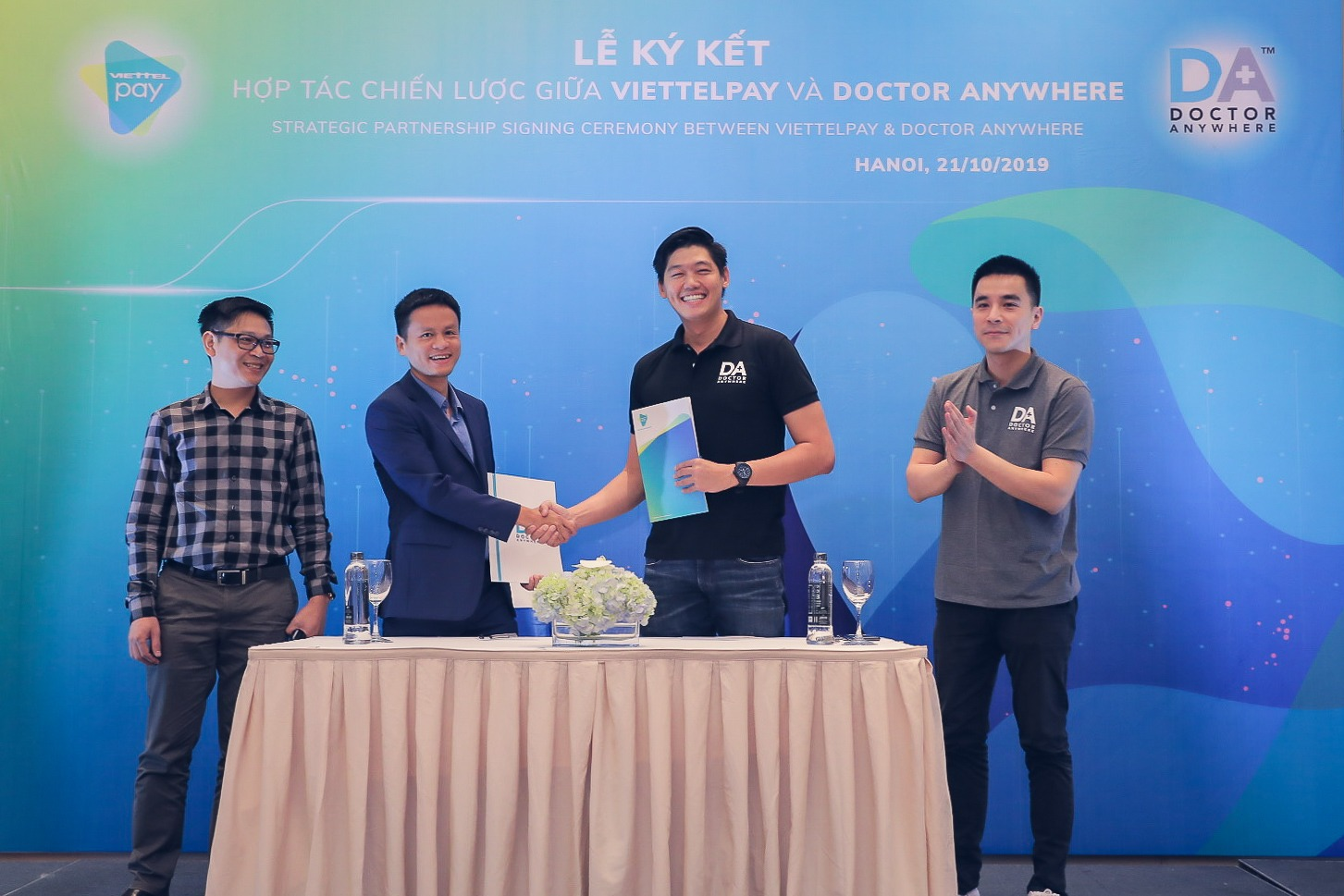 CEO and Founder Lim Wai Mun with officials from ViettelPay to commemorate the establishment of the partnership.