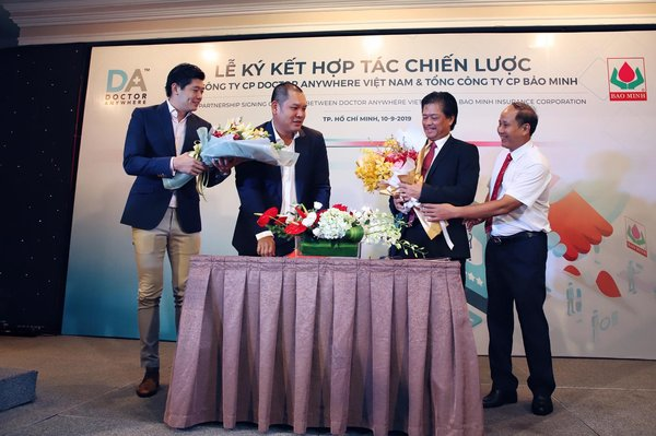 The strategic partnership signing today is between Lim Wai Mun and Trinh Ngoc Phan of Doctor Anywhere, and Le Van Thanh and Pham Minh Tuan of Bao Minh Insurance Corporation.